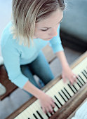 learn to play piano by yourself